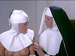 Marina Lotar ja Sylviane Anne Marie Plard - Lesbo kohtaus