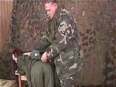 Sadomaso il femmina militare recluta