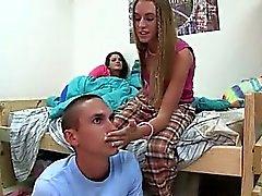 La joven estudiante de mierda porristas