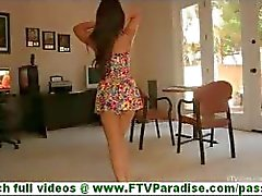 Leila busty latina yanıp göğüsleri soyunma ve eşek yanıp sönen ve çıplak poz