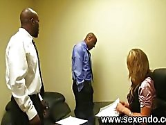 Di una segretaria bionda scopa due tizi bianco
