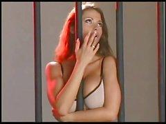 Veronica Zemanova prende in giro dalle sbarre !