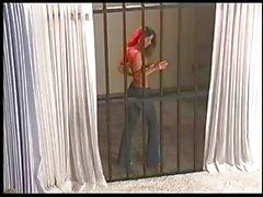 Verónica Zemanova burla detrás de las rejas !