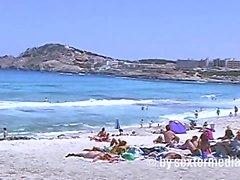 Milf nackt heimlich gefilmt am Strand von Malllorca