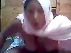 Arabische Hijab Mädchen auf Nocke