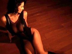 Denise Milani Heiß Untergrund - Nicht Nackt