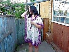 Russian Girl Pissing de pie en sus bragas)