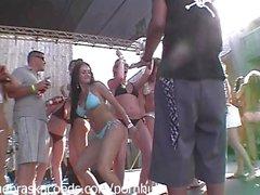 Mädchen Stripping Außerhalb Öffentlich