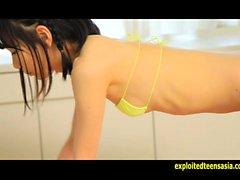 Machida Misana Jav adolescente de estreia amola tirando calcinha