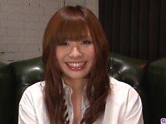 Genç Mami Yuuki ciddi oral sonra yüzünde iğne yapmak