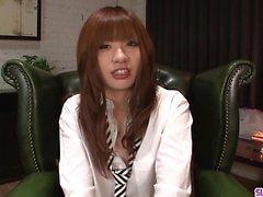 Teen Mami Yuuki jizzed kasvoilla vakavan blowjob jälkeen