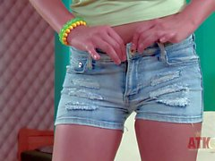 Sexy Teen blonde Tracy Gold takes off her jean shorts