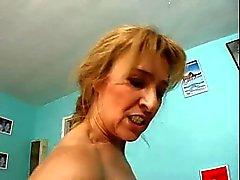 Una buona Shape nonna anale
