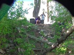 Meninas xixi no parque no casamento
