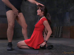 Foxy Dark Brown Bint Receives Rammed By 2 Hung Males In The Dungeon