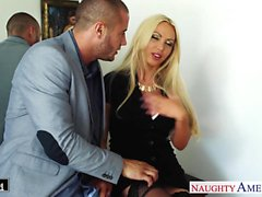 Busty блондинка Ники Бенц занять петух