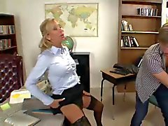 Professeure prend 2 les élèves