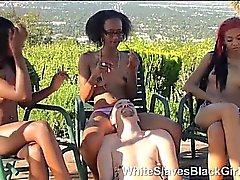 Weißer von ebony Domina gedemütigt