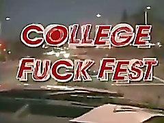 College Party verwandelt sich in einen Fickfest !