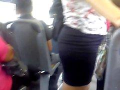 Un lindo culito en el camion autobus