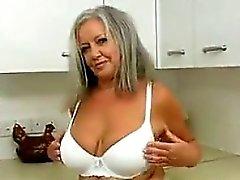 Giocherellona Nonne Nella Cucina