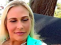 Stepmom anjo domina em sexo ménage