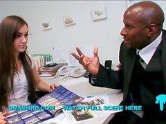 agente imobiliário sabe como fechar o negócio interracial grande galo negro