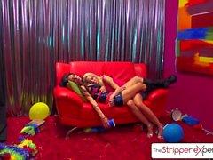 Die Stripper Experience Jessica Jaymes & Helly Höllenfeuer ficken einen großen Schwanz