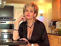 Infiel británico Sonia señora MILF se sale de su ancho de gran tamaño