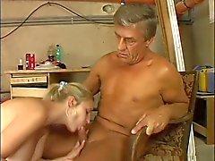 mésanges géantes blonde mignonne baisée à stokehold en plus âgé