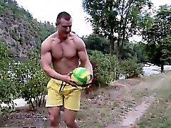 Junger Homosexuell Porno der tschechischen Öffentlichkeit Anal Sex And nackte Volleyball !
