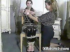 Perversa de chicas del BDSM rol Y azote