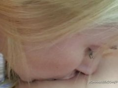 Шипучий блондинок Игры свои секс игрушки