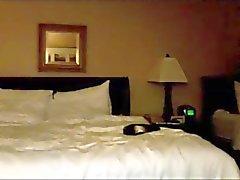Marchosos trío caliente en el una habitación de hotel