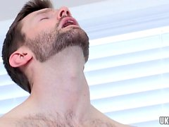 Grosse bite gay sexe oral avec éjaculation