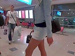 Die LGH - von Tamia Miniskirt und High Heels in von Dubai