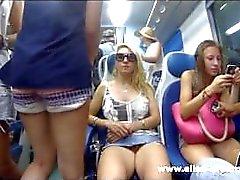 Piscando minha buceta em público na Itália