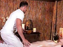 Twat hairy bimbo scopa la hr masseur