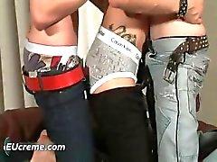 Drie homo jongens hebben plezier zuigen harde part5