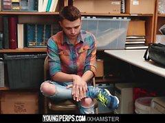 YoungPerps-Twink taciturno da ragazzo con la guardia di sicurezza