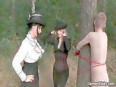 Duas garotas com tesão quentes desagradáveis escravidão três part3