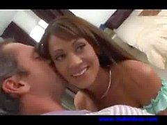 hubbys en yakın arkadaşıyla Hile Housewife gizlice gördüğü - Hardcore sex video