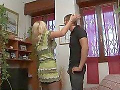 Traindo dona de casa italiana, com seu jovem amante