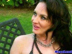 Pornstar lezdom pechugón Alektra Blue cumpla mujerzuela