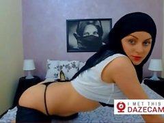 niedliche moslemisches Mädchen mit heißen Körper