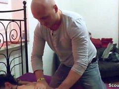 German Monster Tit MILF seduce a follar después de un masaje