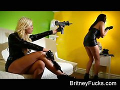 За кулисами забава с Britney Amber и Мисси Мартинес
