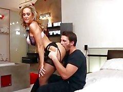 MILF Brandi Love gets a perfect nob job