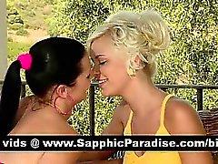 La belle brune et lesbos blonds kissing et de comportant amour lesbienne