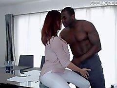 Grandes tetas de Babe follada por big cock negro